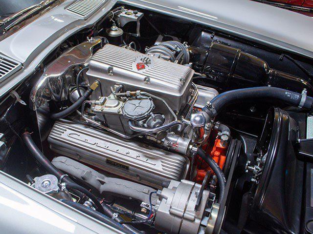 1963 Split Window Fuelie Corvette eng