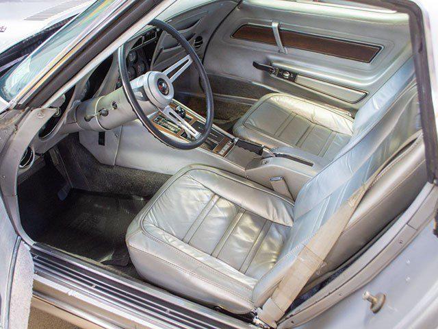1975 L82 Silver Corvette int
