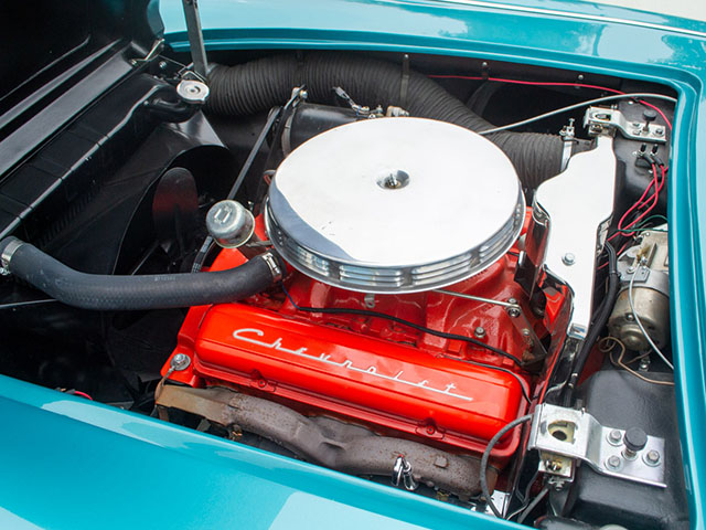 1958 turqoise corvette engine
