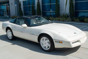1988 Arctic White Corvette 35th Anniversary Coupe 0129 1