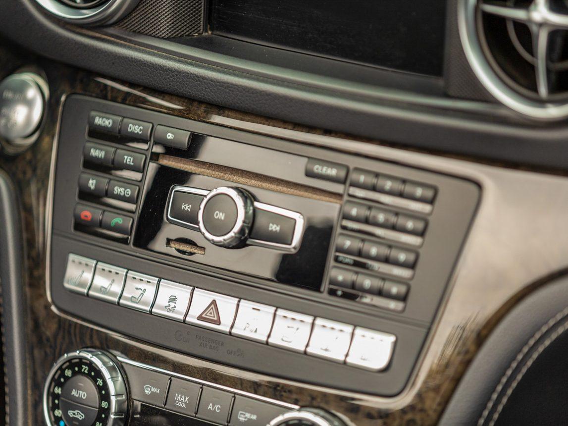 2013 Black Mercedes Benz SL 550 209