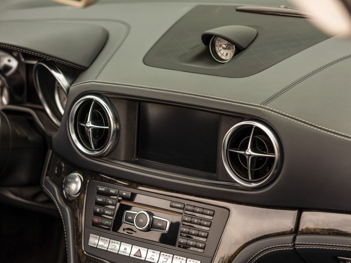 2013 Black Mercedes Benz SL 550 211