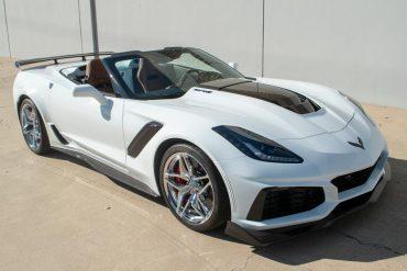2019 Corvette ZR1 Arctic White Kalahari Interiore 3ZR 18 of 51
